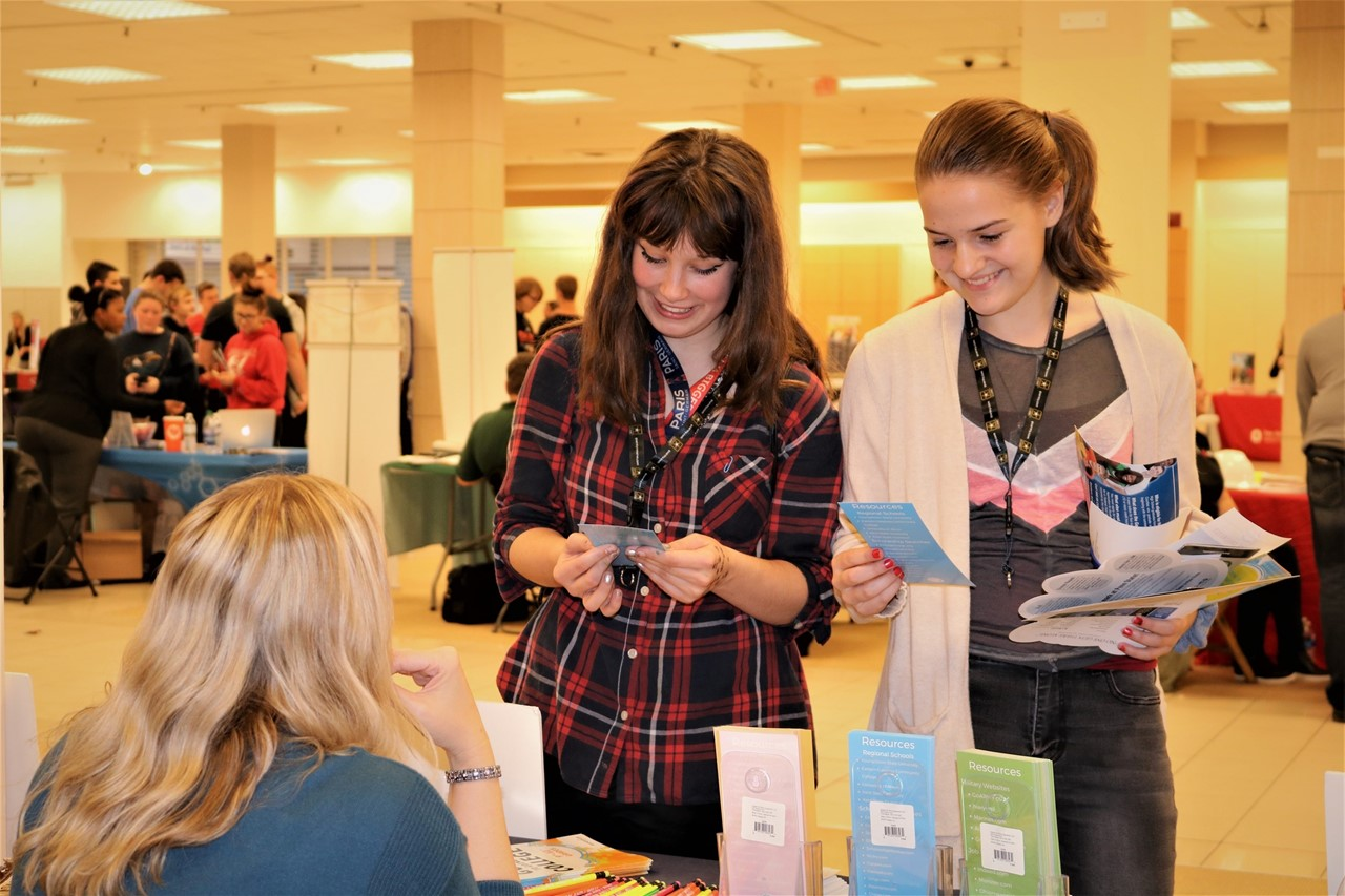 Students discuss job/career opportunities with vendors at the JA Mahoning Valley/TCESC College, Career & Trades Conference.